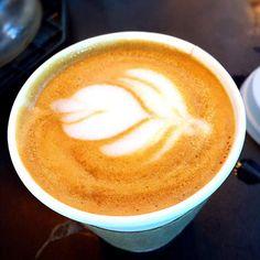 好きなコーヒー屋さんのカプチーノ(^_^) - 45件のもぐもぐ - アーモンドミルクカプチーノ by erisa
