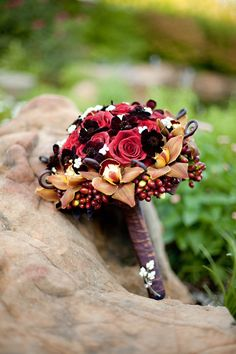 Shades of red and brown bouquet.  Photo by Stella Shot Me.  #wedding #bouquets