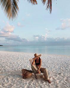 #SandrabTRAVEL #maldives #maldivestravel Vacation Pictures, Summer Pictures, Beach Pictures, Maldives Honeymoon, Maldives Travel, Maldives Hotels, Maldives Voyage, Vacation Mood, Beach Poses