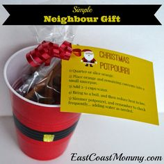 Simple Neighbour Gift {Christmas Potpourri with free printable tags} - I LOVE the DIY packaging!