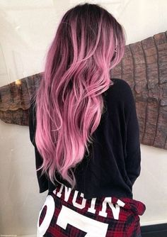 Khloe kardashian unleashed some fierce new hair unto the world, and she's now my hairspiration. ugh, that word just sounds like hair perspiration, Dye My Hair, New Hair, Brown To Pink Ombre, Dark Ombre, Purple Hair, Rose Pink Hair, Pastel Pink Ombre Hair, Dyed Hair Pink, Pink And Black Hair