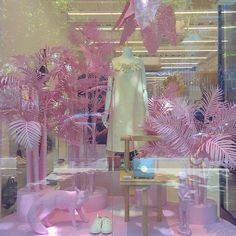 """SHOP?, """"Anything is possible with sunshine and a little pink"""", photo by Hawley Dunbar, pinned by Ton van der Veer"""