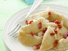 Teigtaschen mit Hüttenkäse-Kartoffel-Füllung | Zeit: 45 Min. | http://eatsmarter.de/rezepte/teigtaschen-mit-huettenkaese-kartoffel-fuellung
