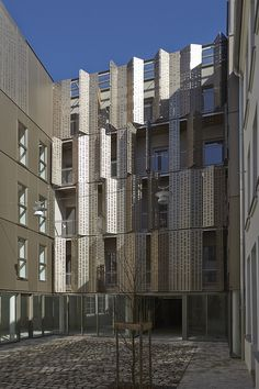 Gallery of 25 rue Michel le Comte Social Housing / Atelier du Pont - 5 Facade Architecture, Residential Architecture, Contemporary Architecture, Metal Facade, Habitat Collectif, Building Skin, Council House, Social Housing, Paris Ville