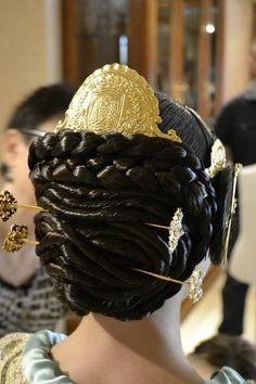 Detalle del pelo y la peineta valenciana