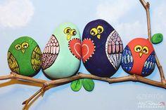 Színes egyéniségek: négy bagoly kavicsból. Kreálj bohém faliképet a családodról! Tippek festéshez, ragasztáshoz   Életszépítők