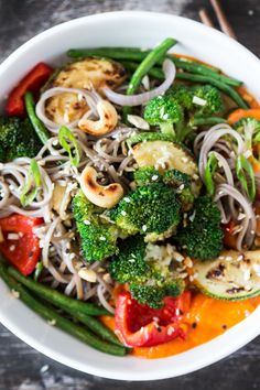 Wagamama's Yasai Chilli Men. This simple dish of buckwheat soba stir-fried veggies and an addictive lemongrass sauce makes a delicious and healthy dinner (VGF) Easy Vegan Dinner, Vegan Dinner Recipes, Vegan Dinners, Raw Food Recipes, Veggie Recipes, Asian Recipes, Vegetarian Recipes, Cooking Recipes, Healthy Recipes