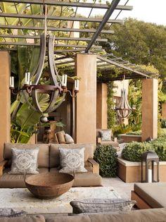 Lustre estilo industrial em jardim