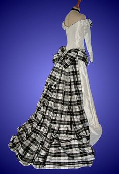 if i were going to a Scottish ball, or marrying into a Scottish family, this would be the dress for me.