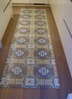 Hall hal on pinterest hallways met and vans - Mat tegels ...