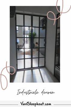 Wauw, wij worden blij van een resultaat als dit!  In deze hal hebben wij een 3tal industriële items geplaatst. Een dubbele schuifdeur, een dubbel scharnierdeur en een wijnkast. Alle deuren hebben hetzelfde design en zijn behandeld met een transparante behandeling. Hierdoor behoud je de mooie industriële onbehandelde look!  #industrieelwonen #industrieelinterieur #industrieel #stalendeuren #deuren #steellook #wonen #living #home #wooninspiratie #maatwerk #meubelen #meubels #interieur… Minimalist House Design, Minimalist Home, Garage, Loft, Windows, Doors, Interior Design, Furniture, Home Decor
