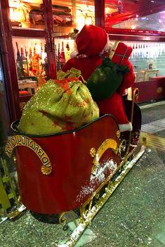 Το αγαπημένο σας στέκι στο Κερατσίνι, το Χρησιμοπωλείον, μπήκε για τα καλά στο Χριστουγεννιάτικο πνεύμα!