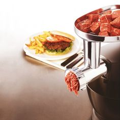 The Multi Food Grinder is a high performance meat grinder that allows preparation of a huge variety of dishes from home. meat grinder is an accessory worthy of professionals. Ideal for lovers of tartar, pâtés, terrines, 72 Hour Kits, Father's Day Diy, Kitchen Supplies, Outdoor Cooking, Kitchen And Bath, Kitchenware, Baths, Carne, Fathers Day