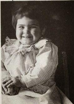 Frida Kahlo a la edad de 2 años, 1909/ Frida Kahlo at the age of 2, 1909