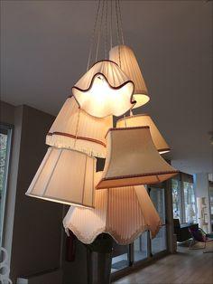 lampadario a sospensione : lampadario a sospensione composto da 7 paralumi di diverse dimensioni ...