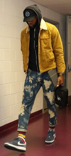 Lebron James wears an AG Jeans Jacket and Gucci Jeans Nba Fashion, Streetwear Fashion, Mens Fashion, Style Fashion, Fashion Ideas, Lebron James Hoodie, Air Force 1 Outfit, Gucci Jeans, King Lebron