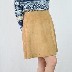 VIN-SKI-04913 Vintage δερμάτινη σουέντ φούστα Μ Vintage Skirt, Skirts, Fashion, Moda, Fashion Styles, Skirt, Fashion Illustrations, Gowns