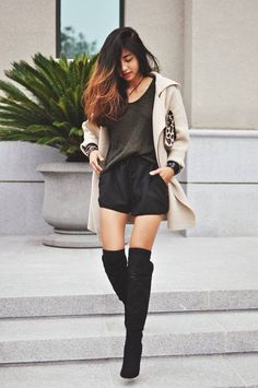 Shorts and cardigan with boots