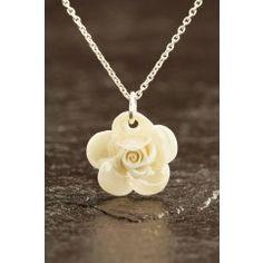 Rose Necklace Mother of Pearl- Belleek Living €35