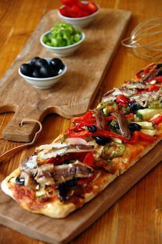 Vegetable coca with sardines and anchovies cake recipes unicornio cake cake de carne de tortilla salados individuales Quiches, Best Spanish Food, Tostadas, Spanish Dishes, Cooking Recipes, Healthy Recipes, Mediterranean Recipes, Other Recipes, Vegetable Pizza