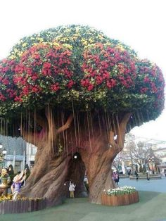 Fake, but still an awesome tree Trees And Shrubs, Flowering Trees, Trees To Plant, Beautiful Gardens, Beautiful Flowers, Beautiful Mind, Weird Trees, Magical Tree, Giant Tree