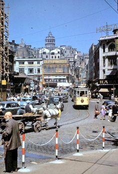 Galata Bonmarsesi, at arabasi, sarı tramvay #Karakoy #istanbul #istanlook (50ler)