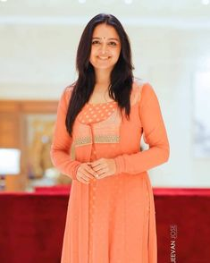 Manju Warrier (born 10 September is an Indian film actress and dancer in the Malayalam film industry. She is one of the most successful leading Churidar Designs, Kurta Designs Women, Kurti Neck Designs, Kurti Designs Party Wear, Blouse Designs, Kurti Patterns, Dress Sewing Patterns, Kalamkari Tops, Indian Actress Photos
