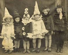 Halloween Party Ideas Awesome collection of vintage style Halloween! vintage Halloween photo halloween one scary Halloween party! Retro Halloween, Costume Halloween, Photo Halloween, Halloween Fotos, Victorian Halloween, Vintage Halloween Photos, Halloween Pictures, Holidays Halloween, Happy Halloween