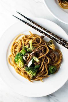 30-Minute Ginger Beef Noodles will satisfy a take-out craving! Tender beef in a savory sauce with noodles is an easy and delicious dinner. Fall Recipes, Beef Recipes, Soup Recipes, Delicious Dinner Recipes, Appetizer Recipes, Delicious Food, Beef And Noodles, Pasta Noodles, Ginger Beef