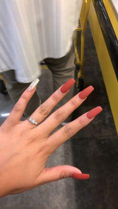 34 couleurs de vernis à ongles tendance au printemps 2019 - Aycrlic Nails, Matte Nails, Coffin Nails, Hair And Nails, Stiletto Nails, Prom Nails, Black Nails, Matte Black, Red Manicure