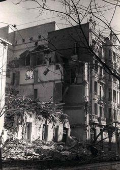 Ejemplos del bombardeo contra la población indefensa del barrio de Argüelles: una casa en la calle de Ferraz y la Iglesia del Buen Suceso en Princesa