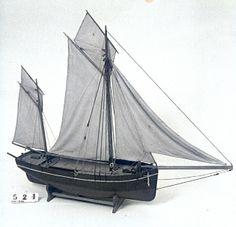 Model af handelskvase fra Bogø - sejlskib med dam, til opkøb og transport af levende fisk. Længde: 103 cm. Bredde: 22 cm.  En stor overdækket båd med bovspryd, anker, ror, to master, to gaffelsejl, to topsejl og to forsejl. Modellen tilhører Museum Østjylland – Dansk Fiskerimuseum, som rummer Dansk Fiskeriforenings Modelsamling. Indkom i samlingen i 1888 og blev vist på en udstilling i 1894.