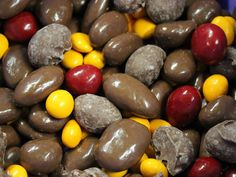 Chocolate Bridge Mix, nuts, party mix, chocolate, Albanese, raisins, kids snack #Albanese