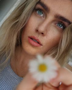 Perrie Edwards discovered by Perrieeele on We Heart It Meninas Do Little Mix, Little Mix Photoshoot, Little Mix Perrie Edwards, Little Mix Girls, Litte Mix, Stunning Makeup, Jesy Nelson, Spice Girls, Girl Bands