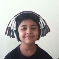 Pro,HD,Studio. Beats bro;) http://www.dhgate.com/colored-studio-headphones-silver-blue-green/p-ff80808133cfd7010133f31171a6432a.html