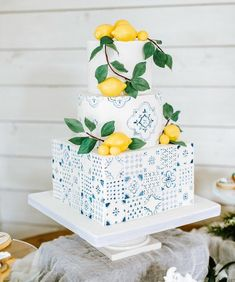Amazing bridal shower cake inspired by tiles and lemons Wedding Day Wedding Planner Your Big Day Weddings Wedding Dresses Wedding bells Pretty Cakes, Beautiful Cakes, Wedding Desserts, Wedding Cakes, Lemon Party, Mediterranean Wedding, Lake Como Wedding, Starbucks Frappuccino, Wie Macht Man
