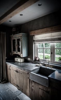 Landelijke Keuken Met Een Hoffz Inrichting.... I love the cupboards and the work top!