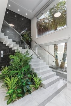 Top 20 unique modern staircase design ideas for your dream house 15 Home Stairs Design, Dream Home Design, Modern House Design, Interior Staircase, Stair Design, Interior Garden, Home Interior Design, Luxury Interior, Luxury Homes Dream Houses