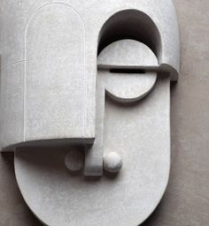 Eric Roinestad's Stunning Bauhaus Ceramics Masks – Trendland Online Magazine Curating the Web since 2006 Bauhaus Painting, Art Bauhaus, Design Bauhaus, Bauhaus Style, Ceramic Mask, Porcelain Ceramics, Painted Porcelain, Fine Porcelain, Porcelain Jewelry