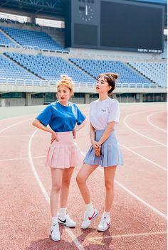 Korean Fashion – How to Dress up Korean Style – Designer Fashion Tips Kawaii Fashion, Cute Fashion, Asian Fashion, Girl Fashion, Style Fashion, Korean Fashionista, Fashion Poses, Fashion Outfits, Korean Best Friends