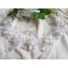 Kopfschmuck mit 7 weißen Blüten für das Kommunionskind oder das Blumenkind.Länge ca. 35 cmDurchmesser der Blüten ca. 3 cm
