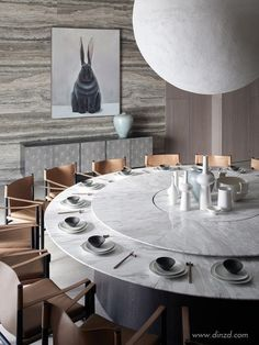This marble top modern dining table would fit perfectly in any modern dining room project. Discover more statement dining tables here. Dining Table Design, Modern Dining Table, Round Dining Table, Dining Room Table, Restaurant Furniture, Restaurant Interior Design, Modern Restaurant, Esstisch Design, Tidy Room
