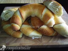 Nem kell elmenned a boltba, hogy egy ilyen finomat egyél My Recipes, Cooking Recipes, Favorite Recipes, Savory Pastry, Good Food, Yummy Food, Hungarian Recipes, Bread And Pastries, Home Baking