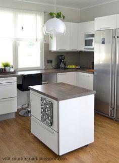 Puustelli keittiö / kök Kitchen Reno, Kitchen Island, Modern Kitchen Design, Home Kitchens, Tiny House, New Homes, House Styles, Atrium, Style Ideas