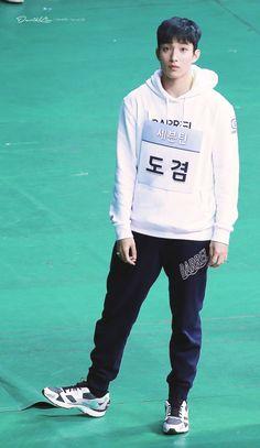 🌹 Seok Min 🌹 Seventeen Lee Seokmin, Stupid Face, Crop Photo, Pledis 17, Light Of My Life, Pledis Entertainment, Picture Collection, Jeonghan, Pop Music