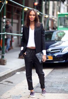 Outfit in Schwarz-Weiß von Joan Smalls - Overzise-Blazer