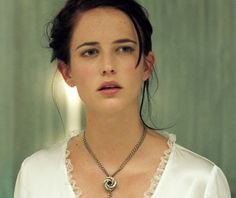 Eva Green as Vesper Lynd (Casino Royale) wearing the algerian loveknot necklace