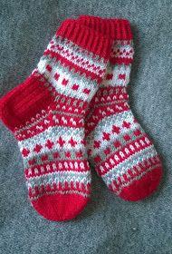 Pia Tuonosen neuleblogi: Joulusukkia Knit Mittens, Crochet Slippers, Knitting Socks, Free Knitting, Knit Crochet, Baby Boy Knitting Patterns, Knitting Designs, Diy Crafts Knitting, Knit Cardigan Pattern