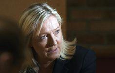 """Un blogueur condamné pour avoir qualifié Marine Le Pen... de """"truie lepéniste"""" [Marine Le Pen le 30 juin 2015 à Arras - DENIS CHARLET AFP] #outrage #effet_Streisand #blog"""