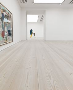 Douglas flooring - Dinesen Dineson Douglas fir plank flooring - known for its wide long proportions that suit large spaces- they finished it with lye and a whole lot of white pigment. Unique Flooring, Wooden Flooring, Plank Flooring, Plywood Interior, Modernisme, Refinishing Hardwood Floors, Saatchi Gallery, Minimalist Apartment, Loft Spaces